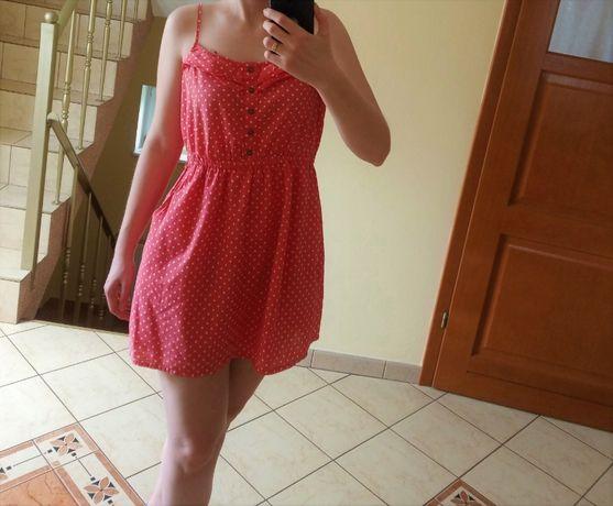 Krótka różowa sukienka w grochy