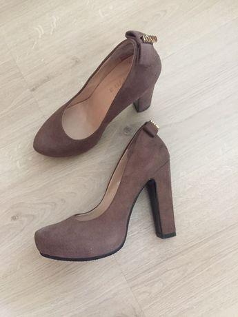 Стильные туфли на устойчивом широком каблуке / дёшево