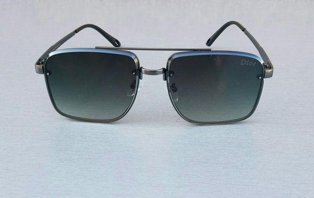 Брендовые модные мужские солнцезащитные очки серо зеленые в черном