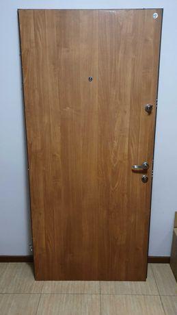 Drzwi wejściowe mieszkaniowe metalowe, brązowe, odbiór osobisty