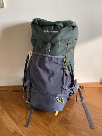 Вместительный туристический рюкзак для горных походов