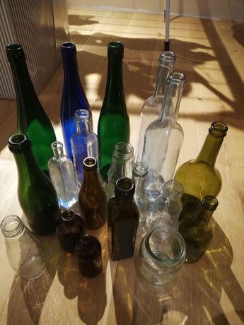 szklane butelki oczyszczone z etykiet