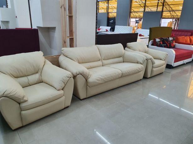 Комплект мягкой кожаной мебели: ортопедический диван + 2 кресла