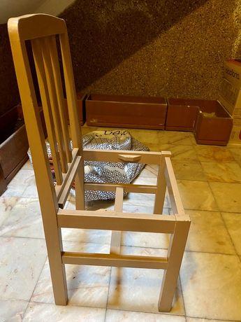 Estruturas de cadeiras em madeira cerne