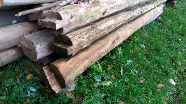 Drewniane bale z rozbiórki.