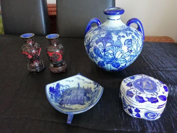Porcelanas várias (antigas) Excelente qualidade : Jarros, porta joias,