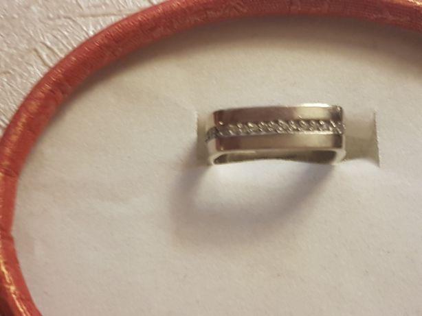 Wysadzany brylantami Pierscionek białe złoto ala obrączka białe złoto