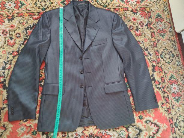 Мужской костюм (пиджак, брюки, рубашка, галстук)