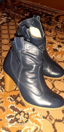 Зимние полусапожки на каблуке