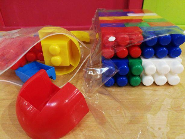 Zestaw klocków plastikowych dużych