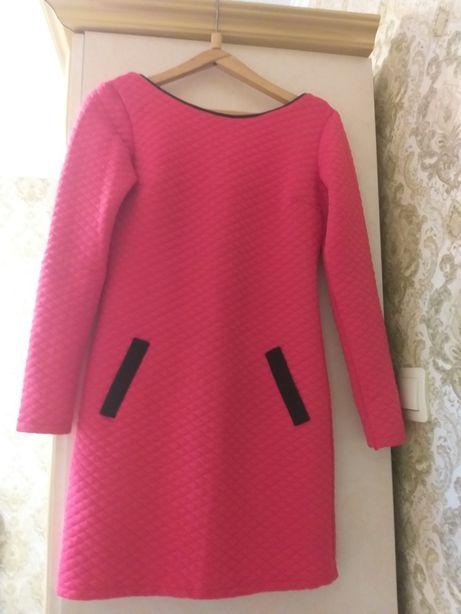 Тепла сукня в яскравому кольорі