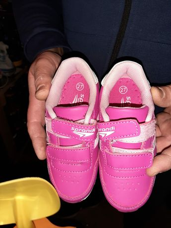 Nowe buty dla dziewczynki