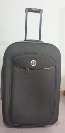 Продам чемодан в хорошому стані.