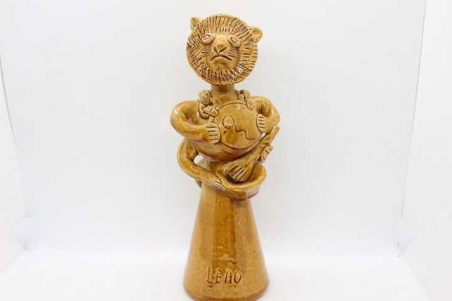 ANTIGA Escultura Júlia Ramalho em barro moldado à mão Figura de Leão