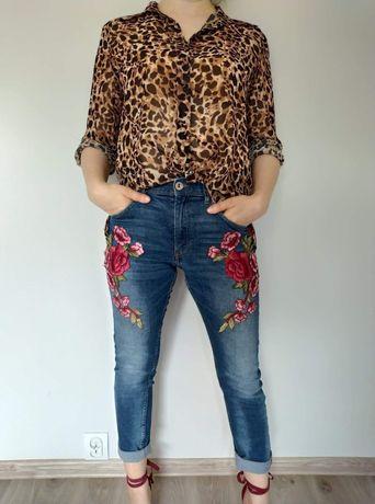 Spodnie jeansowe z aplikacjami rozmiar S