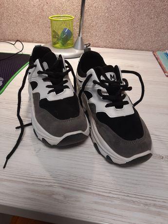 Продам кросівки 37р.