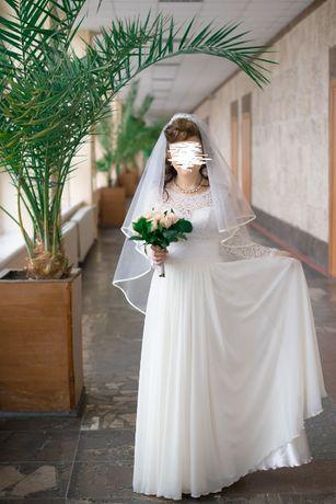 Продам классическое свадебное платье, фату и ботиночки недорого!