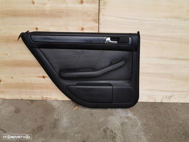 Quartela Forra da porta trás esquerda Audi A6 C5 Allroad