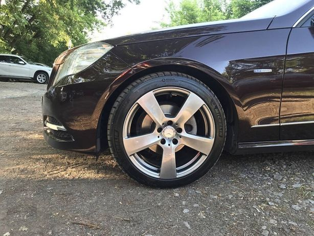 Разноширокие диски Mercedes E W207 8-8.5 R18 5X112 ET45-49