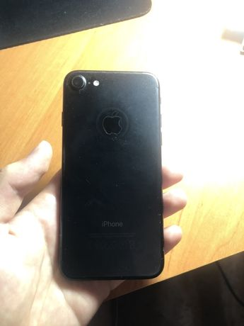 Разбитый iPhone 7 (128 GB)