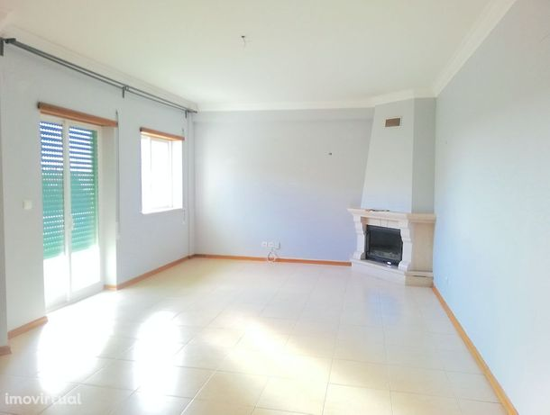 Apartamento T2 com Varanda no Montjo