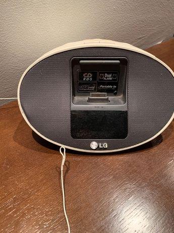 Stacja dokująca/ Radio LG z wejściem USB