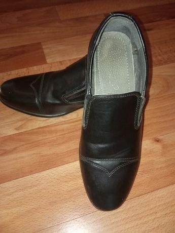 Продам шкільні туфлі