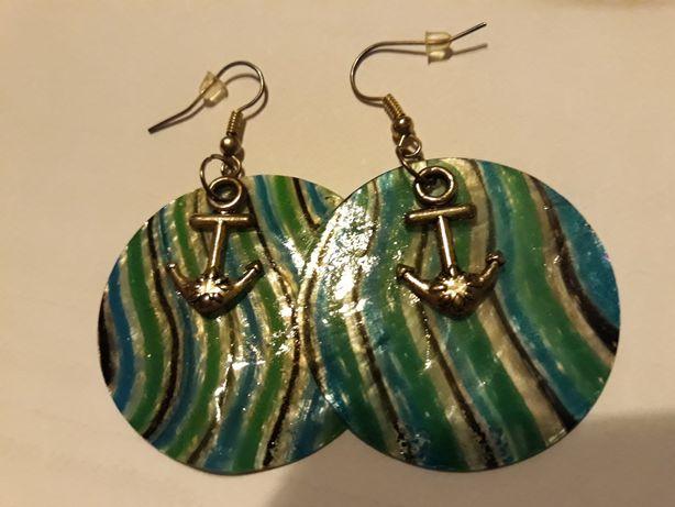 Kolczyki masa perlowa kotwice marynistyczne morskie niebieskie w paski