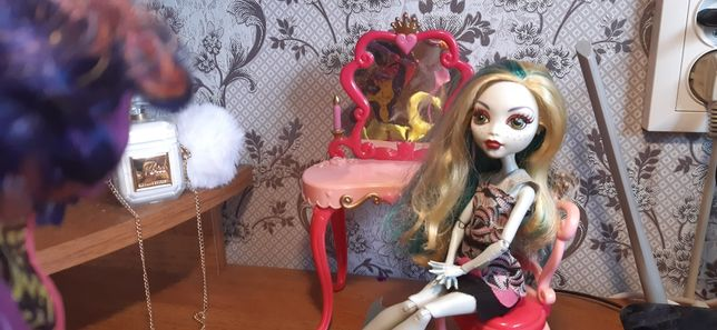 Туалетный столик для кукол Монстер Хай Барби Эвер Афтер Хай и других
