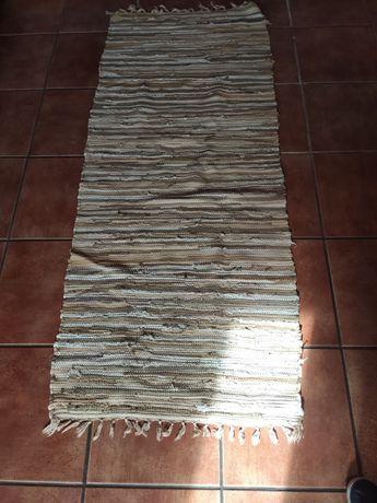 2 Tapetes em tons de creme e castanho 170x70cm usados