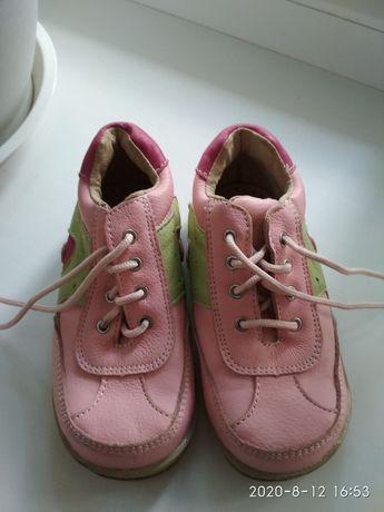 Новые фирменные кожаные ботинки:25 размер ( стелька:15 см)