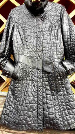 Кожанное стеганное  пальто
