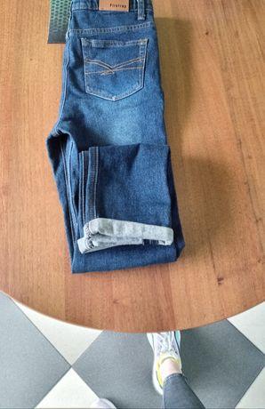 Продам джинсы новые на 10-11 лет.