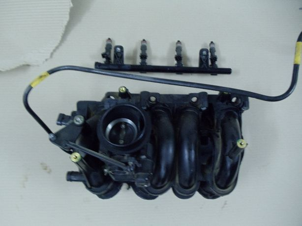 Kolektor ssący+ listwa wtryskowa kompletna Dacia Sandero 1.4 MPI