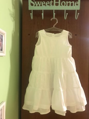Biala zwiewna sukieneczka r 104/110