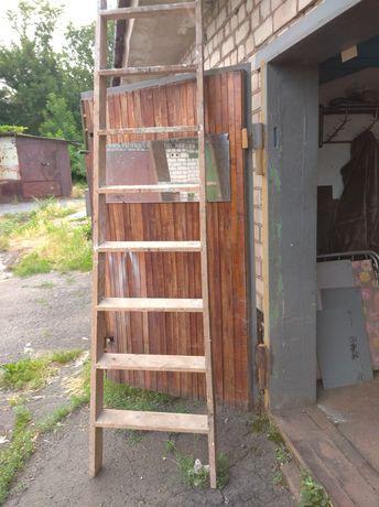 Лестница деревянная .