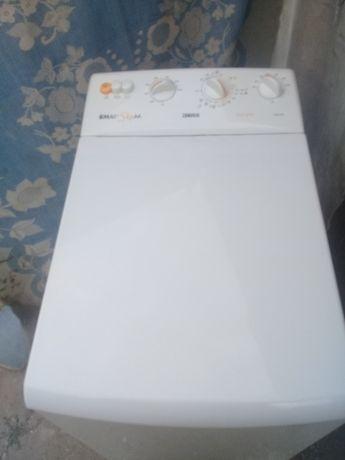 Продам стиральную машину Zanussi.