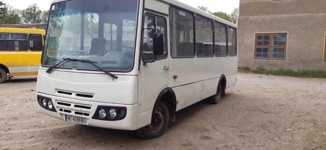 Автобус з мерседесовським двигуном