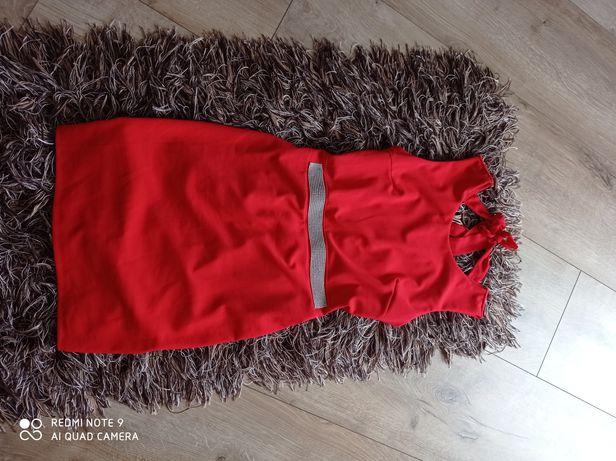 Sukienka czerwona z pięknym pasem