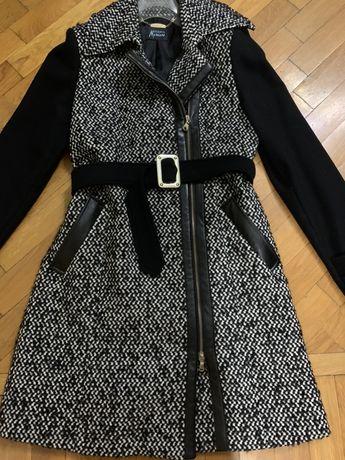 Пальто женское GUESS