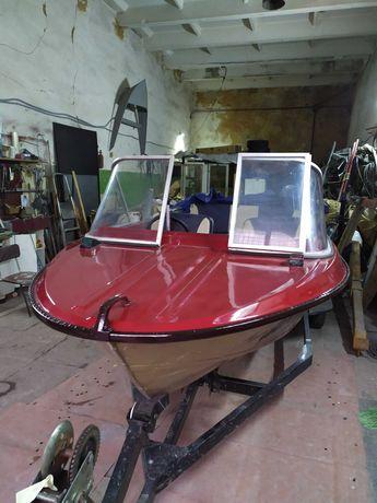 Лодка Крым в полной комплектации.