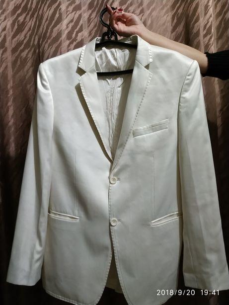 Продам костюм Pere
