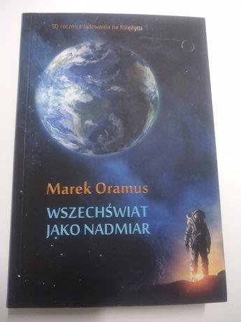 """""""Wszechświat jako nadmiar"""" Marek Oramus książka naukowa"""