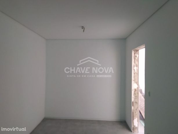 Moradia T1 duplex, 2 frentes. Jardim, Rio Tinto(centro).