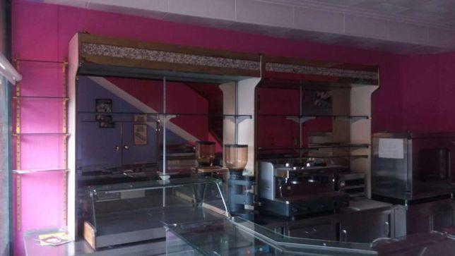 Duas estantes restauração com espelho