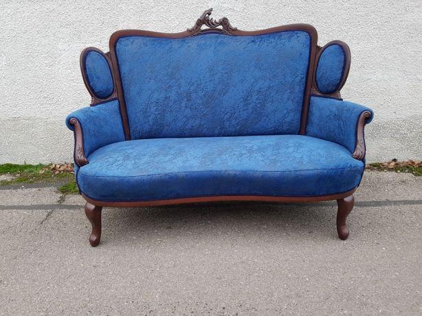 Antyk piękna sofa po całkowitej renowacji