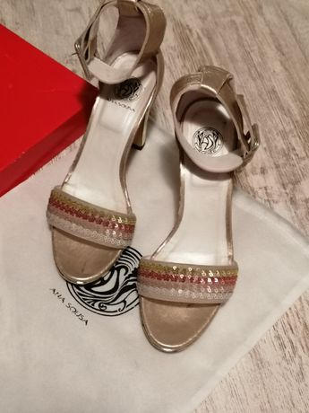 Sandália de senhora com salto