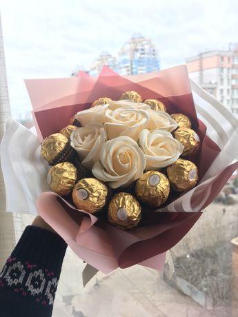 Подарок на 8 марта - букет из мыльных роз и конфет