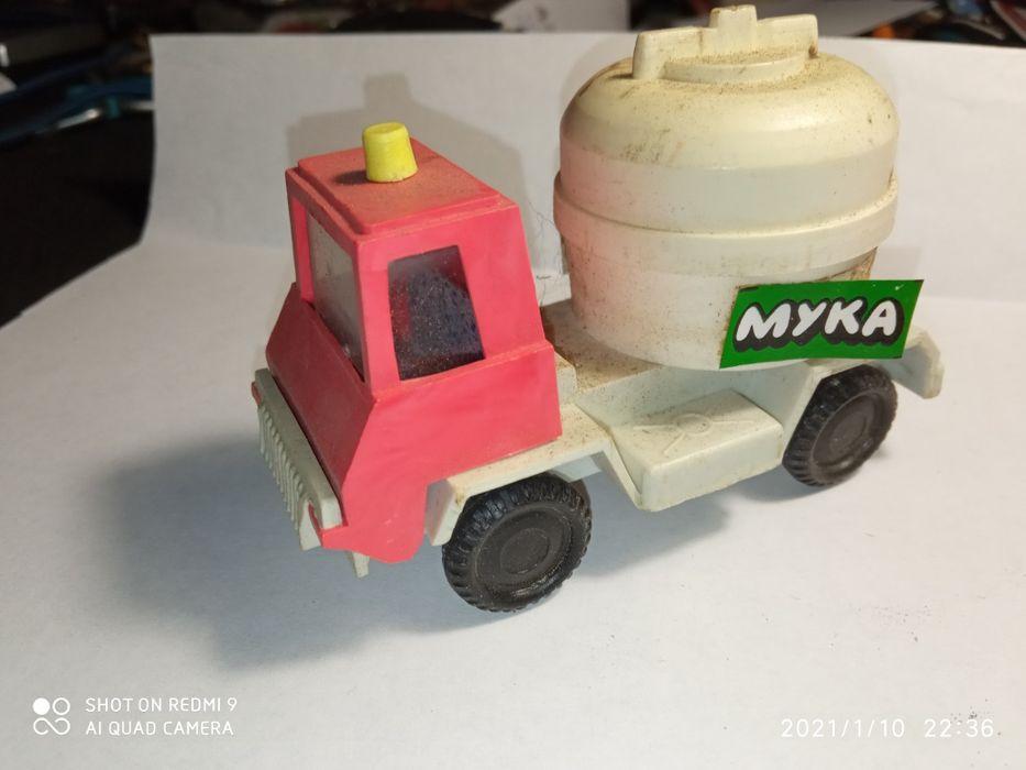 Игрушка машинка СССР мукавоз Бердянск - изображение 1