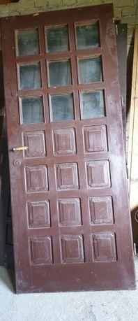 Sprzedam drzwi zewnętrzne drewniane prawe